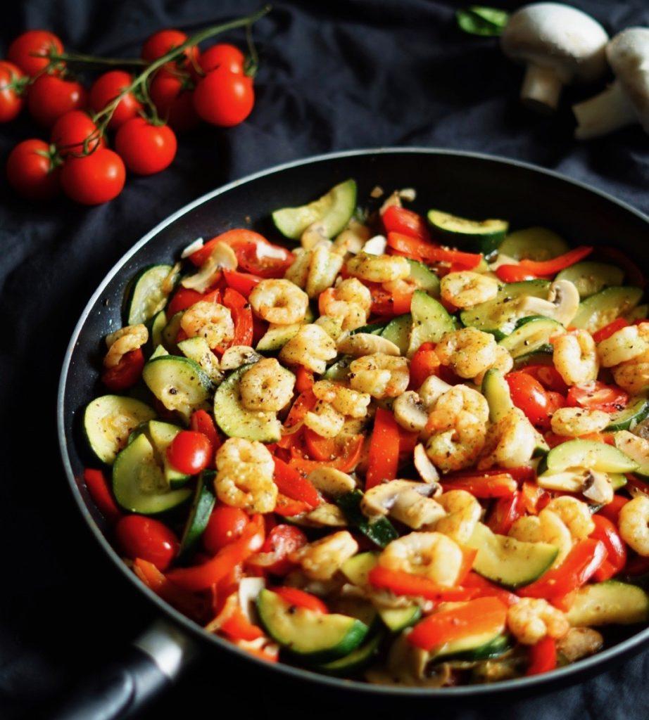 low carb Gemüsepfanne mit Garnelen