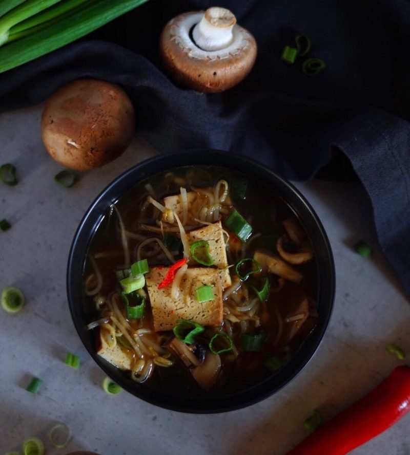 Asiatische Low Carb Suppe